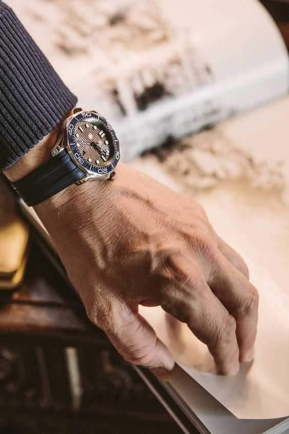 На какую руку надевают часы мужчины
