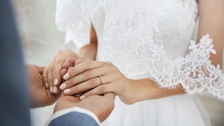 10 звездных невест, которые выбрали для церемонии нетрадиционные платья